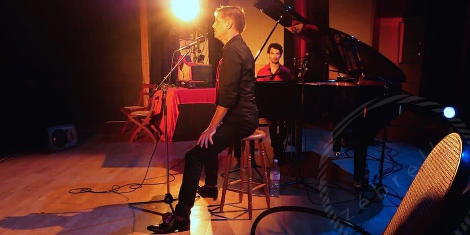 reportage-photos-musique-concert-homme-habit-rouge